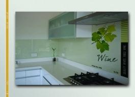 """חיפוי קיר מודרני מזכוכית מודפסת - ד""""ר זכוכית"""