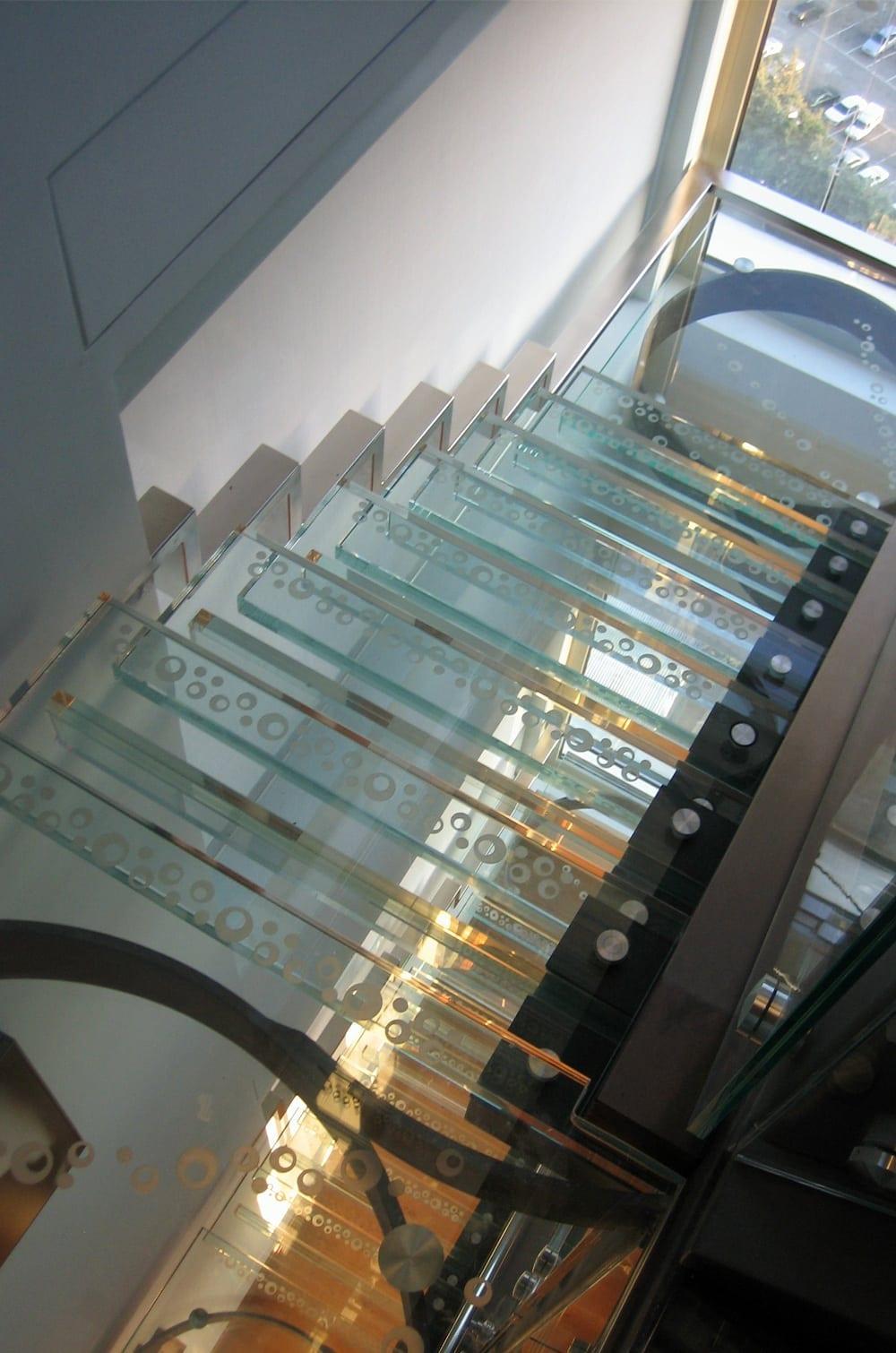 מדרגות זכוכית לבית - ד