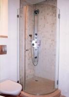 """מקלחון מדגם מכופף - ד""""ר זכוכית"""