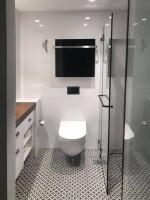 """מקלחון חזית עם פתיחה - ד""""ר זכוכית"""