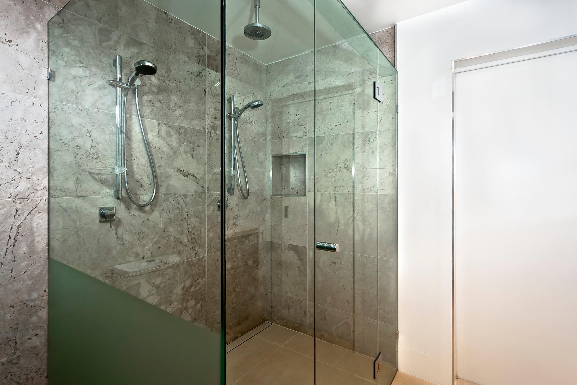 חשוב בעת החלפת אמבטיה למקלחון